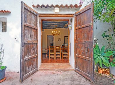 Ancient finca for sale in Ibiza